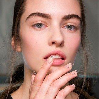 Najmodniejszy manicure z wybiegów na wiosnę-lato 2019